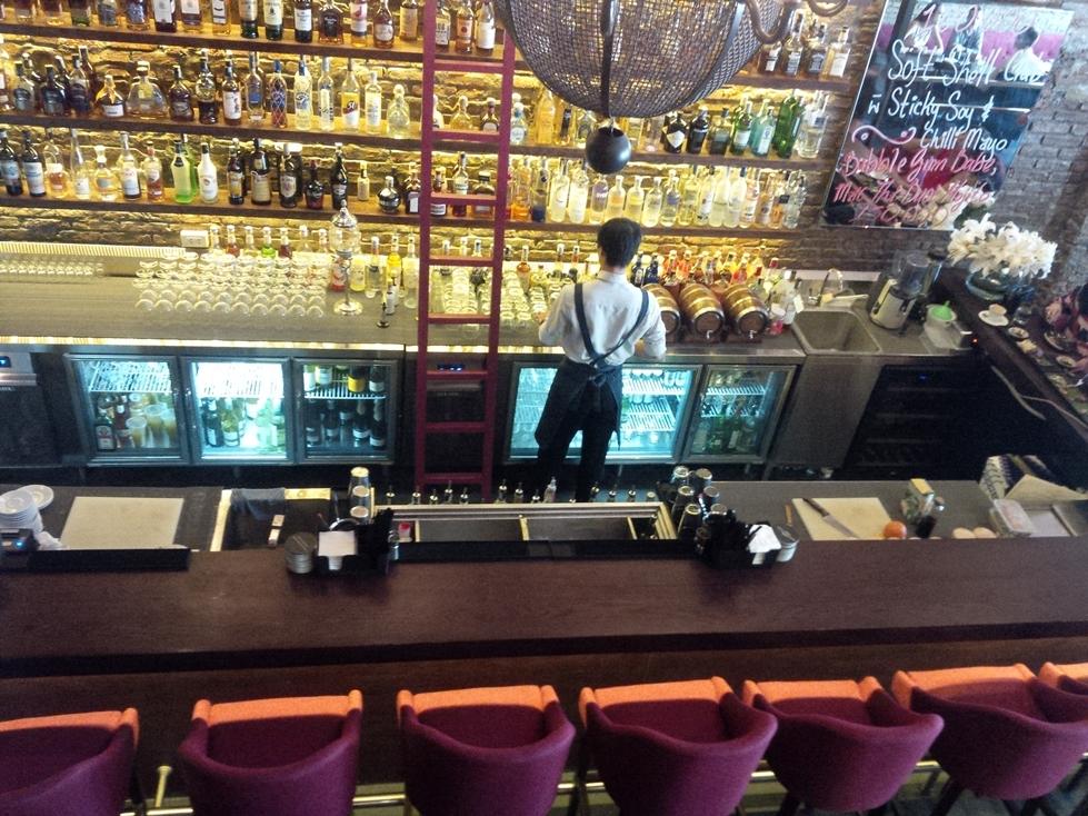 bàn mát quầy bar