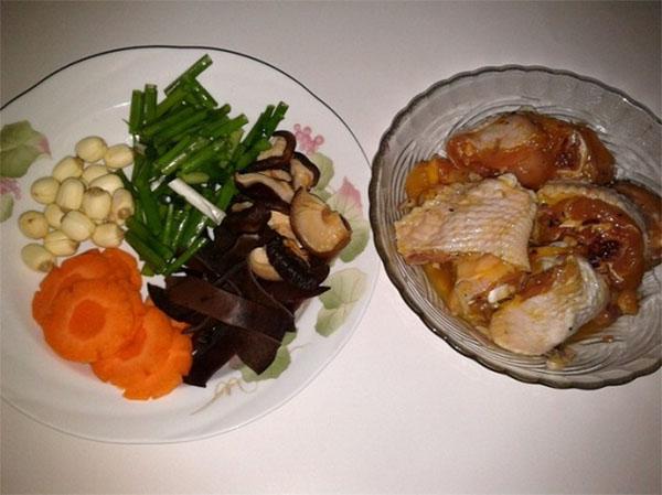 nấu canh gà nấm