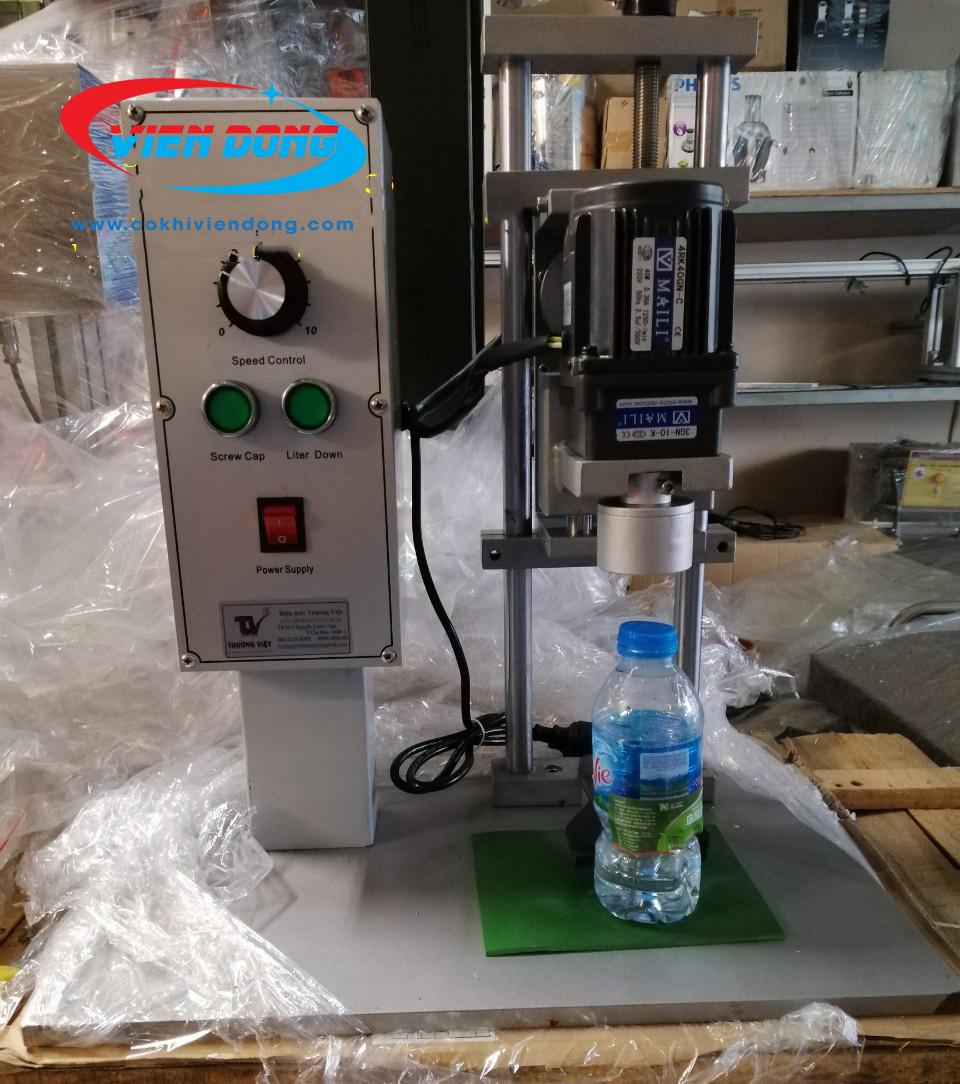 bán máy đóng nắp chai